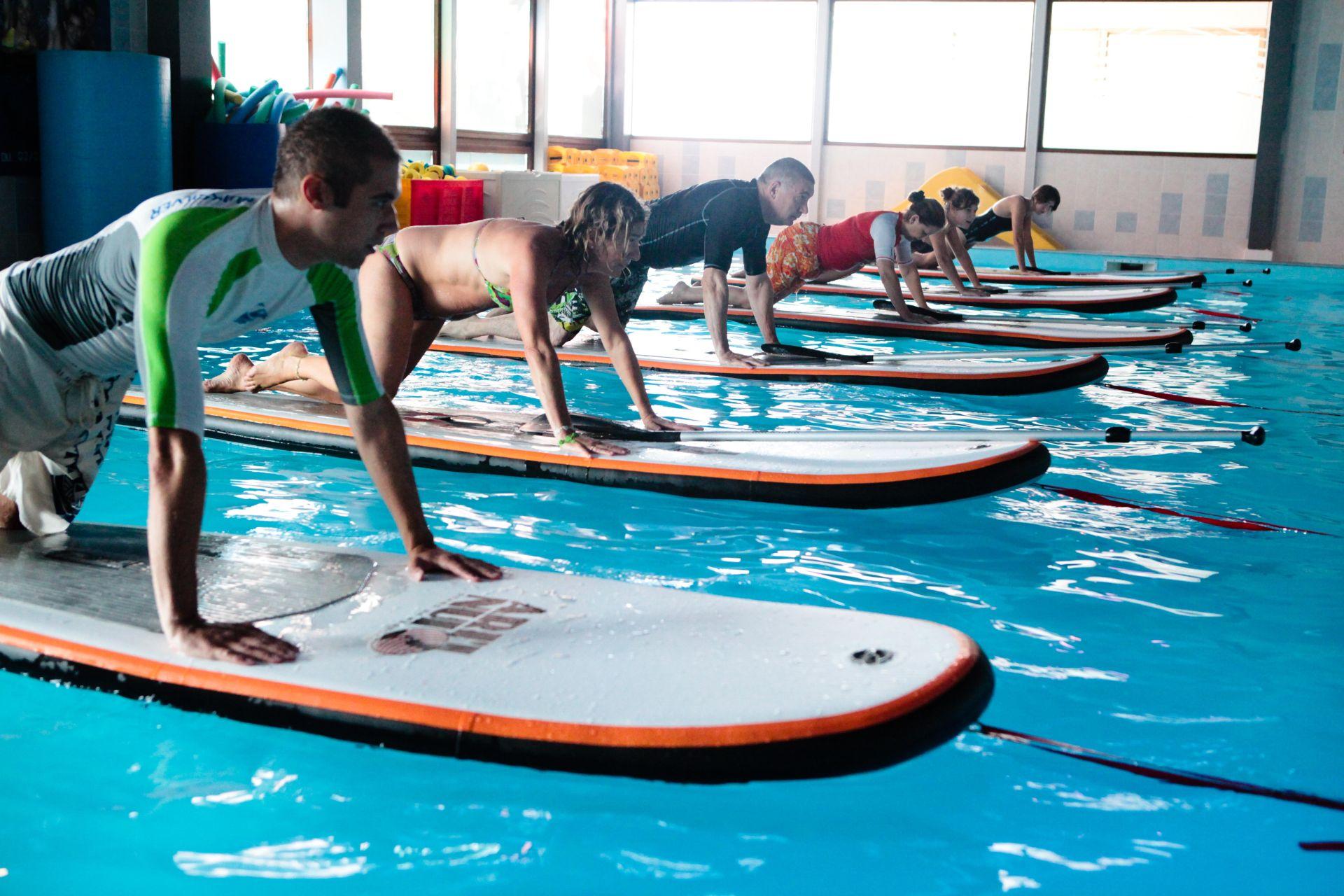 Aqua stand up d couvrez le sup en piscine blog surf for Aqua piscine