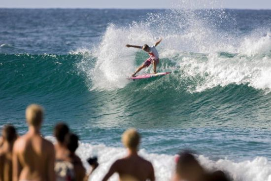 Julian Wilson bat Kelly Slater au 3e tour du Quik Pro Gold Coast. Photo ASP/ Getty Images.