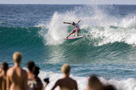 Julian Wilson bat Kelly Slater au 3e tour du Quik Pro Gold Coast. Photo ASP/ Getty Images.