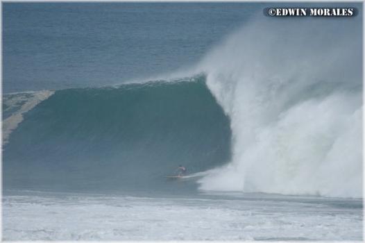 Greg Long shoote d'énormes vagues…et se blesse