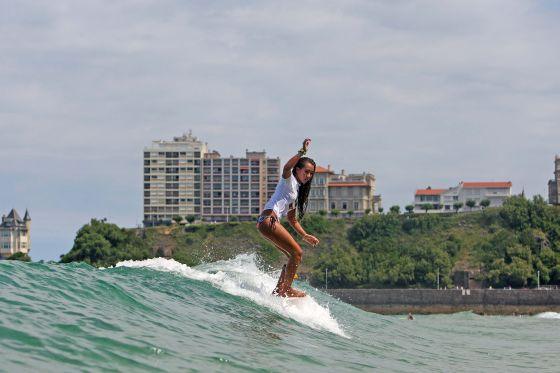 La longboardeuse Kelia Moniz au Roxy Jam 2009 à Biarritz. Crédit : ROXY/ ASP / Aquashot