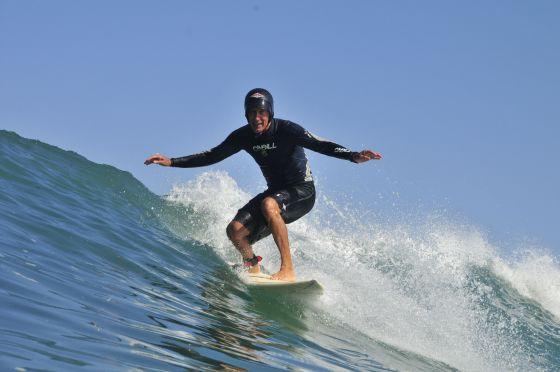 Joël de Rosnay, le surfeur casqué de Guethary…