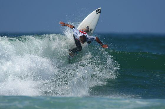 Patrick Beven en super forme a battu le n°1 mondial de surf actuel Joel Parkinson pendant le 4e jour du Quiksilver Pro France. Photo Eric Chauche / Quiksilver
