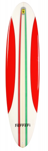Ferrari surfboard planche de surf s'inspirant de la voiture Ferrari 16 M Scuderia Spider