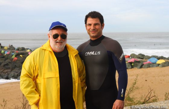 Marc Lièvremont a participé à l'opération 1000 surfeurs à l'eau aux Sables d'Or à Anglet le samedi 5 décembre 2009. Copyright Anglet Surf Photo