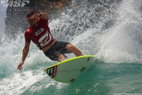 CJ Hobgood gagne la compétition de surf à Fernando de Noronha