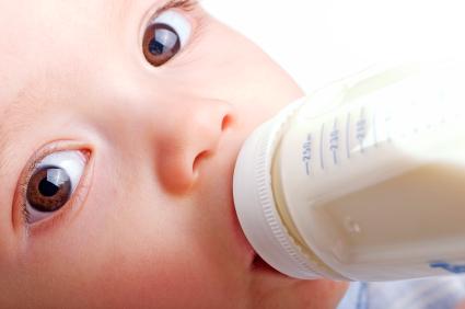 Les biberons contenant du Bisphenol A sont-ils dangereux pour la santé de nos enfants ? iStockphoto pour Surf Prevention tags : sante - dangers - risques - toxicite - prevention