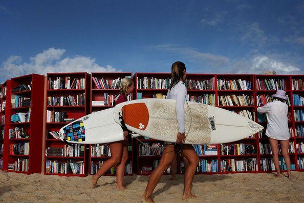 Ikea offre de la lecture aux surfeurs à Bondi Beach !