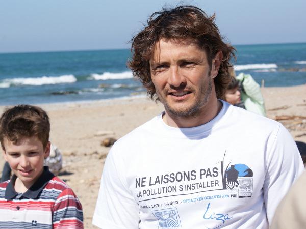 Nettoyage des plages avec Bixente Lizarazu pour les Initiatives Océanes