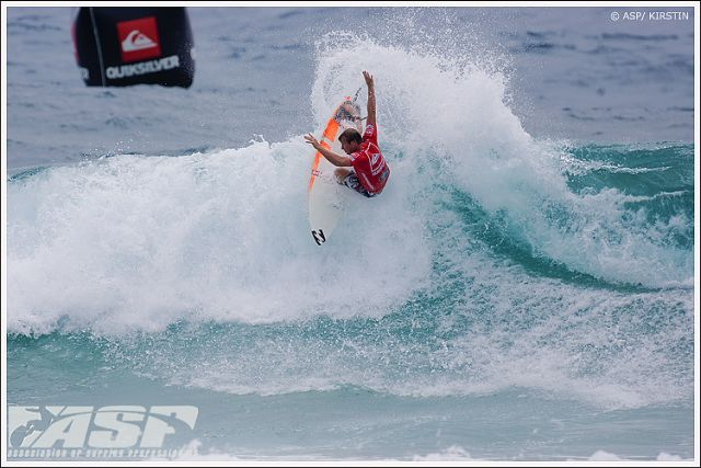 Surf : Jordy Smith battu par Taj Burrow au Quik Pro