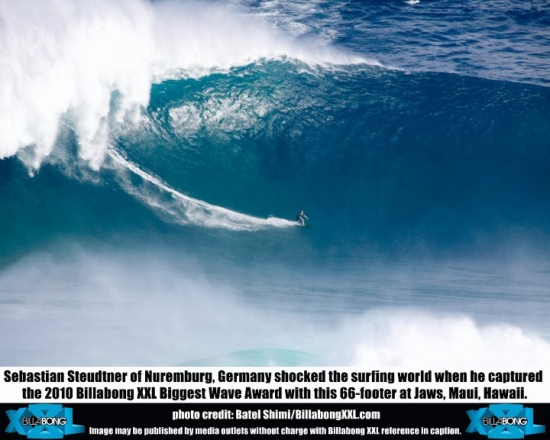 Sebastian Steudtner sur la plus grosse vague sur la gauche de Jaws a Maui - Billabong XXL 2010 Biggest Wave