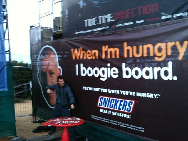 Pub Snickers avec Mick Fanning - when i'm hungry i boogie board