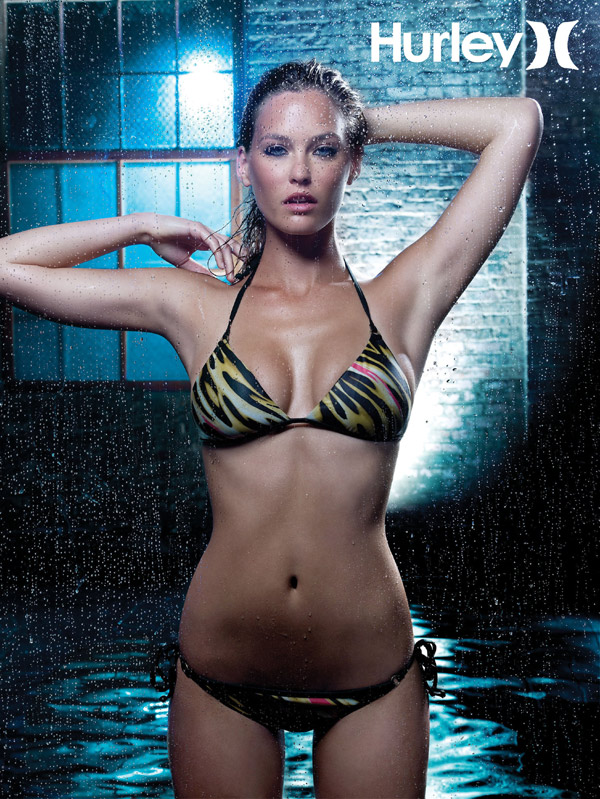 Spécial Maillot : Bar Refaeli dans Sports Illustrated