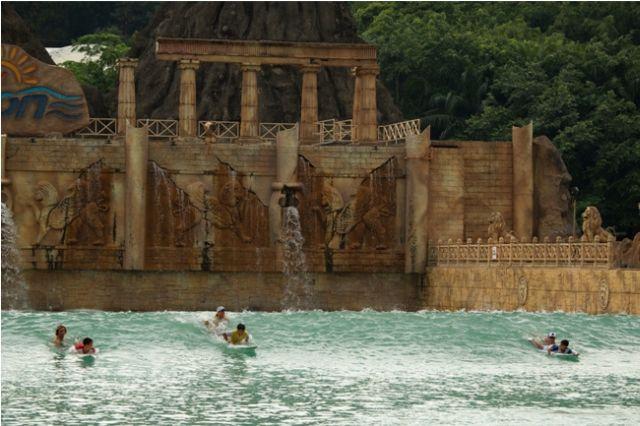 Cours de surf en piscine à vagues : et pourquoi pas ?