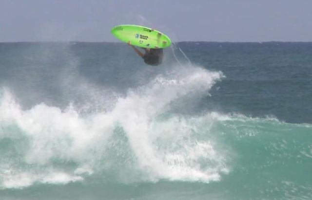 Comment faire un Backflip en surf par Flynn Novak