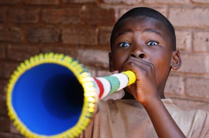 Vuvuzela : beaucoup de buzz, trop de bruit et des risques auditifs