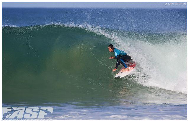 Les surfeurs sud-africains Jordy Smith et Sean Holmes dominent à Jeffreys Bay