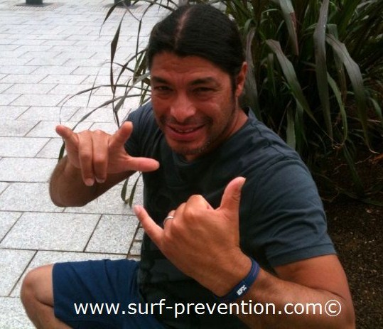 le surfeur-hard-rockeur robert trujillo a biarritz - photo www.surf-prevention.com