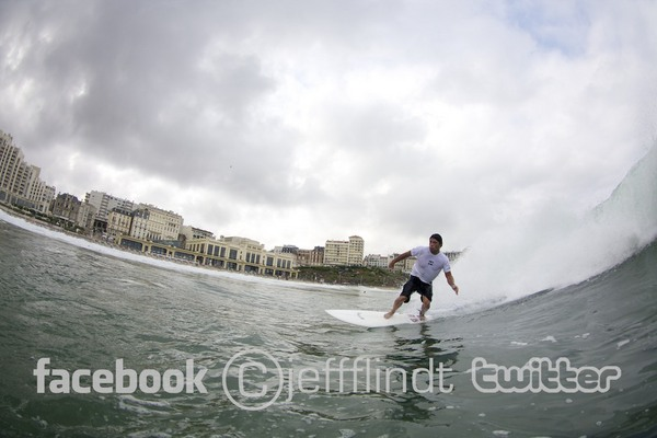 Robert Trujillo - surf en maillot a la Grande Plage de Biarritz - photo copyright Jeff Flindt