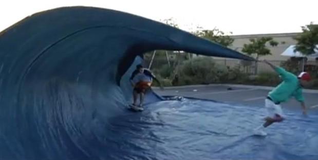 Le Buzz de la Semaine : le «Tarp Surfing»