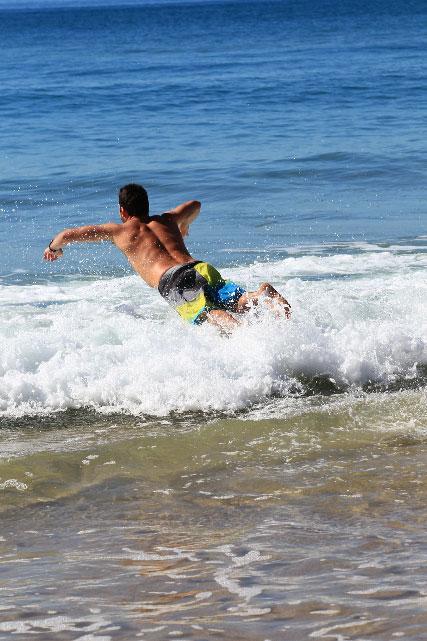 Parko plonge enfin dans l'eau de mer.