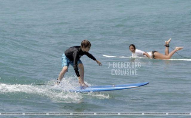 Surf : plus rien n'arrête Justin Bieber le surfer !