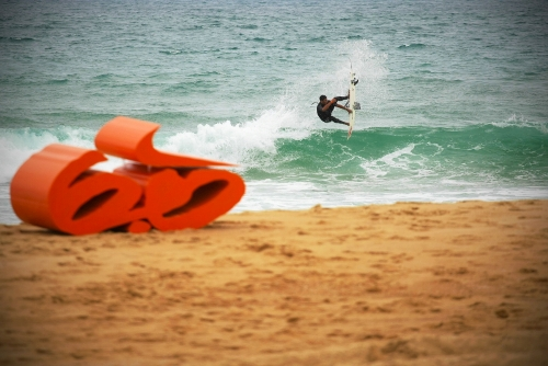 "Nike 6.0 ""cash for tricks"" : une figure de surf contre des billets de banque."