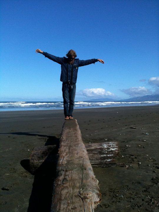 Chris Del Moro : le bonheur simple du surfeur sur sa planche en bois