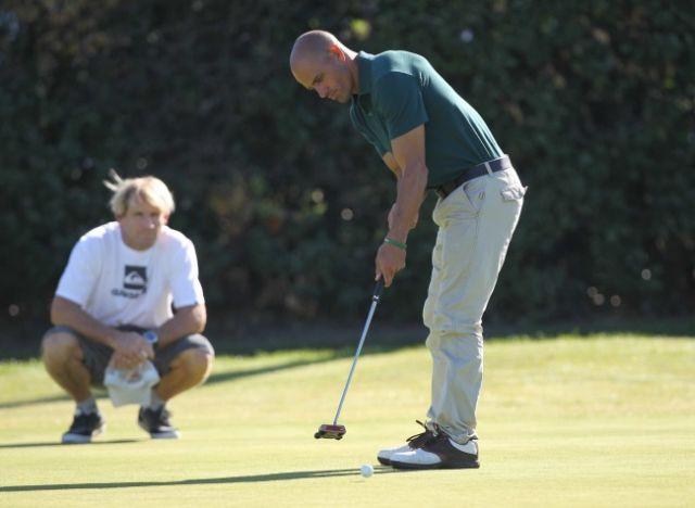Kelly Slater joue au Golf à Biarritz pour la bonne cause