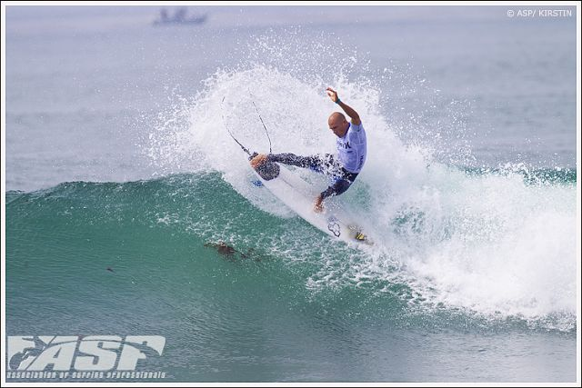 Avec ou sans serre-tête, kelly slater surfe a la perfection a trestles pendant le Hurley Pro - Kelly Slater amazing surfing at Lowers with or without his headband...