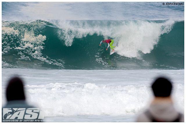 Quik Pro Hossegor : des vagues épaisses pour le premier tour