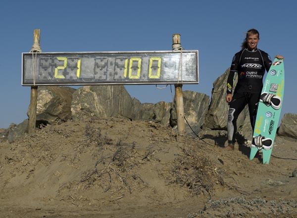 Record de Vitesse : Alex Caizergues kite surfe à plus de 100 kilomètres heure !