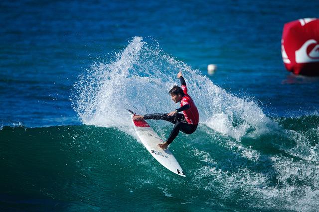 Le surfeur basque Hodei Collazo gagne le Quiksilver Pro Portugal