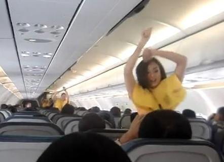 Buzz : des hôtesses de l'air dansent sur du Lady Gaga dans un avion…