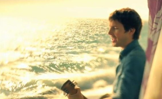James Blunt s'essaye à la « surf musique » avec Stay The Night