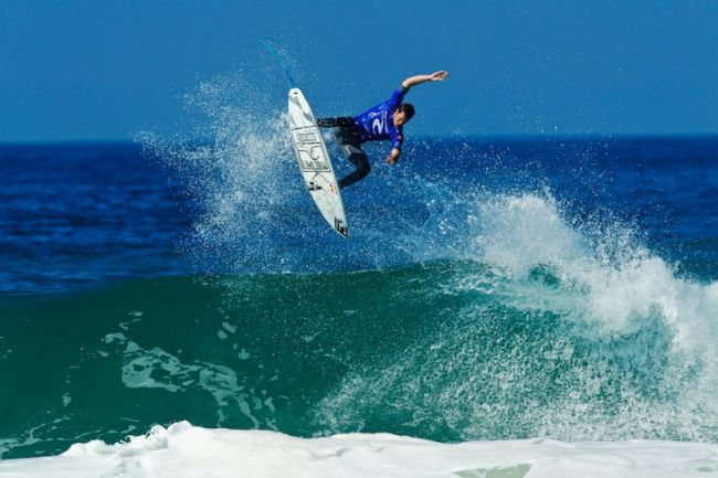 Surf : Slater et Flores assurent, Jordy Smith s'envole au Portugal