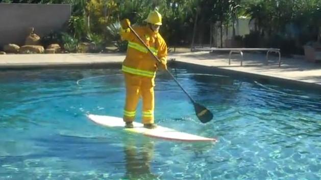 Insolite : Laird Hamilton pète les plombs dans sa piscine !