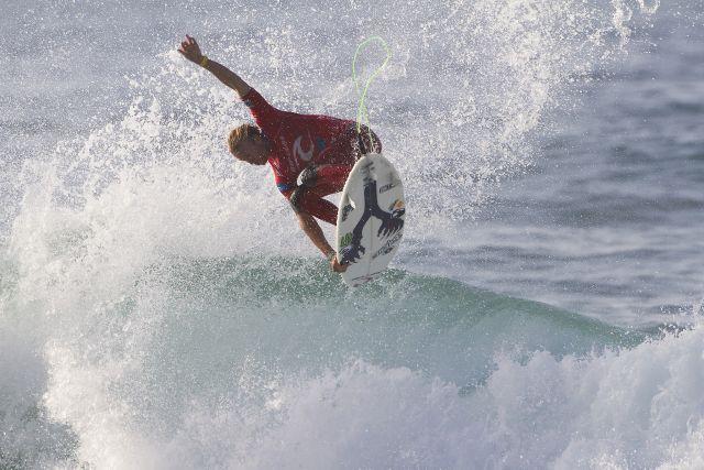 Mick Fanning éliminé, Kelly Slater toujours en course au Portugal