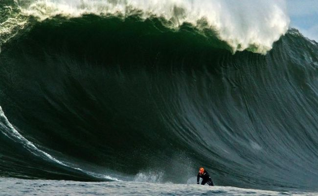 Grosses Vagues en Irlande : Al Mennie explique pourquoi il surfe Prowlers avec un casque