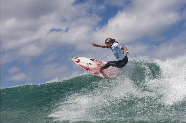 Pauline Ado : la surfeuse d'Hendaye rejoint l'élite du surf féminin !