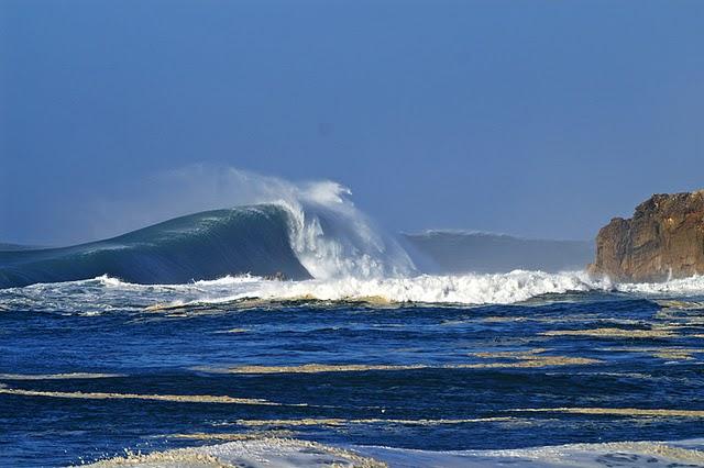 Le surfeur Garrett McNamara en vacances à Nazaré au Portugal…