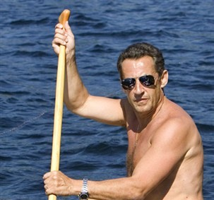 Scoop : Nicolas Sarkozy se met au surf debout à la rame !