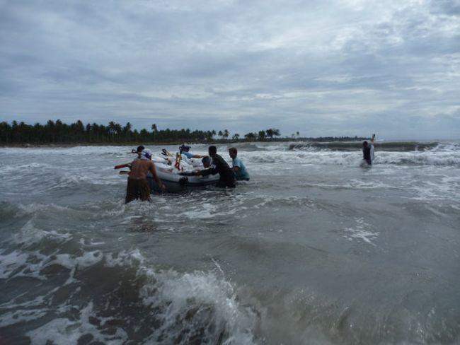 Mentawai : Surfaid continue de venir en aide aux sinistrés du tsunami