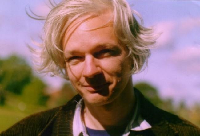 Julian Assange de WikiLeaks : Surfeur Libre ou Hors-la-loi ?