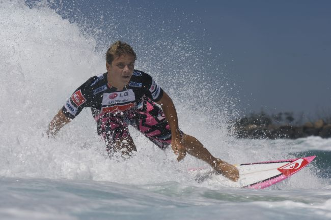 Le surfer Julian Wilson injustement privé de Pipeline Masters