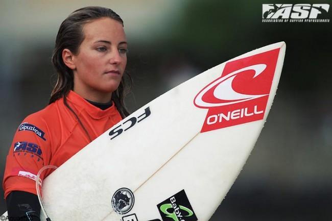 Alizé Arnaud devient Championne du Monde de Surf Junior !