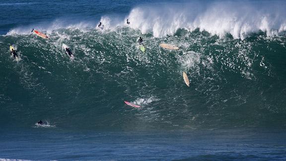 Noyade à Mavericks : un surfeur entre la vie et la mort
