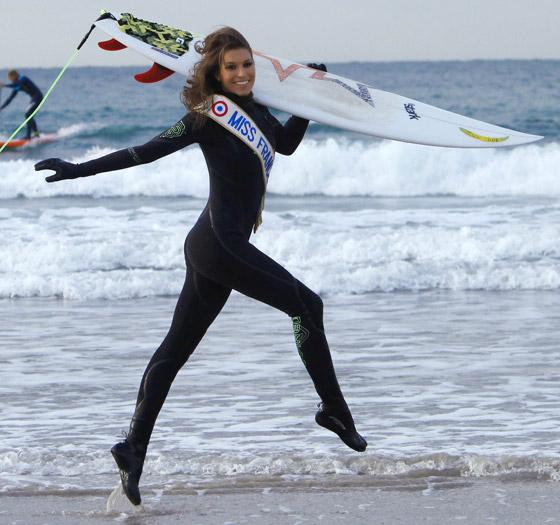 Laury Thilleman : le surf pour oublier les tracas du quotidien