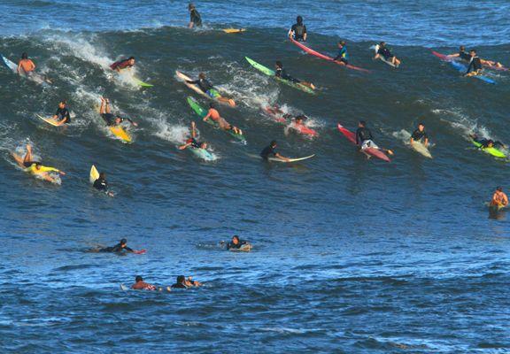 Noyade à Waimea : un surfeur dans un état critique