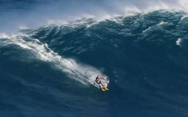 Insolite : Chuck Patterson dévale la vague de Jaws à skis…